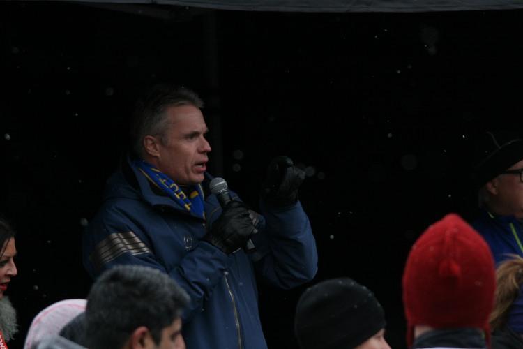 Mayor Golding at half chilli marathon in Burlington, ON