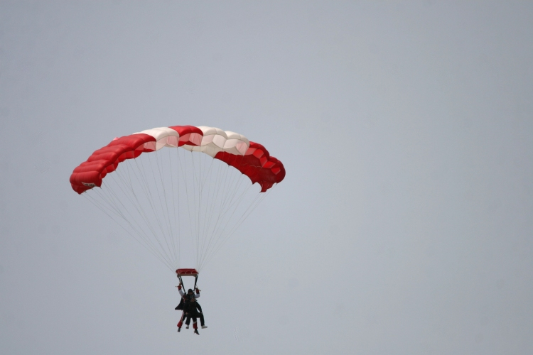 Another pair of tandem skydivers
