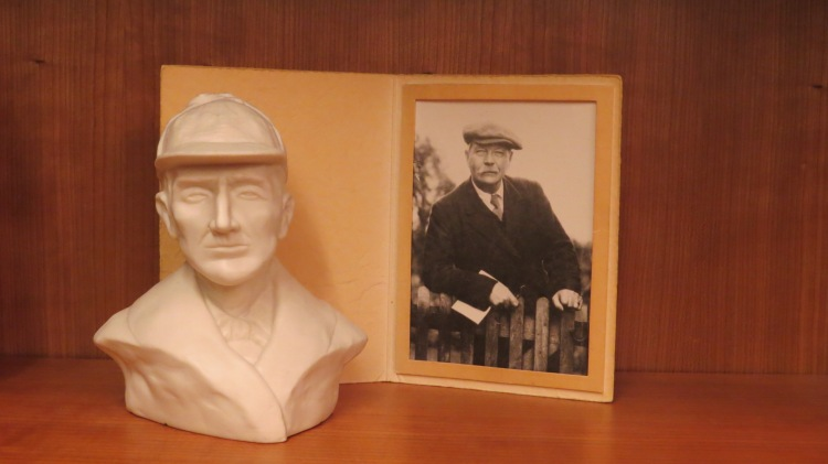 Arthur Conan Doyle bust and photograph